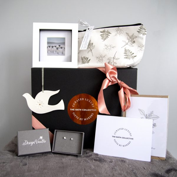 Contents of the giftbox.